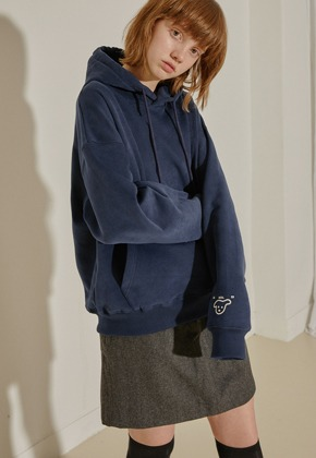 More or Less모어올레스 CAMPAIGN NAPPING HOOD TOP - NAVY