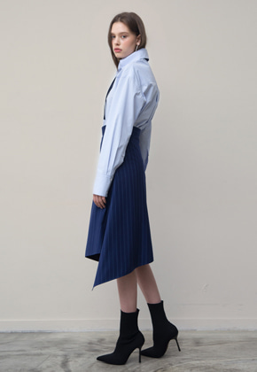 PART OF UNIVERSE파트 오브 유니버스 Asymmetric Skirt (Navy)