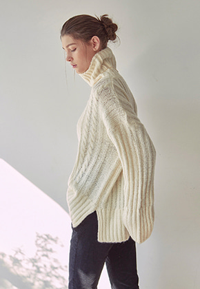 Yan13얀써틴 PRETZEL TURTLE SWEATER_IVORY