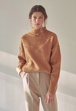 Yan13얀써틴 SOFT HALF NECK SWEATER_CAMEL