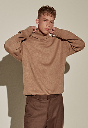 Yan13얀써틴 COMPACT TURTLE SWEATER_BEIGE