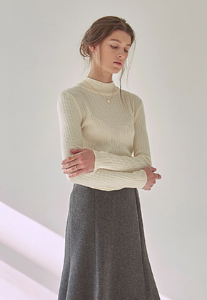 Yan13얀써틴 TIGHT HALF NECK KNIT_IVORY