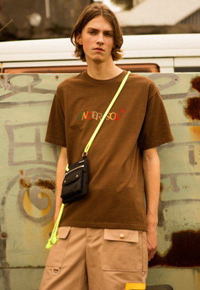 Anderssonbell앤더슨벨 UNISEX KITSCH EMBROIDERY T-SHIRT atb303u BROWN