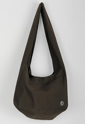 More or Less모어올레스 ECRU WASHING BAG - KHAKI