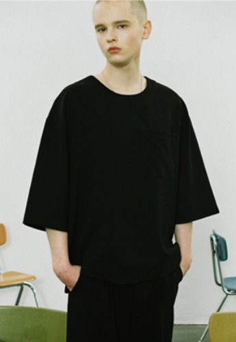 Voiebit브아빗 V360 ROUND POCKET HALF-TEE  BLACK