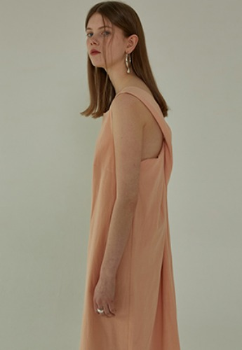 More or Less모어올레스 STRAP DETAIL DRESS - PEACH