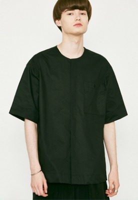 Voiebit브아빗 V455 POCKET ROUND HALF-SHIRTS  BLACK