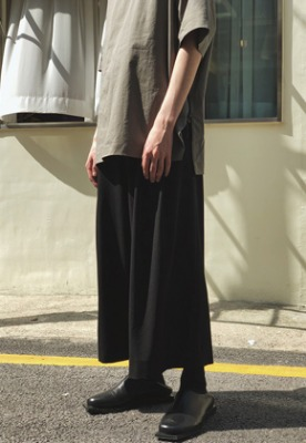 Ooparts오파츠 Two Pleats Wide-leg Pants Black