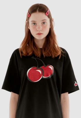 KIRSH키르시 BIG CHERRY GLITTER T-SHIRT IH [BLACK]