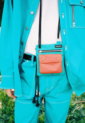 Anderssonbell앤더슨벨 UNISEX ANDERSSON ZIPPER MINI CROSS BAG aaa205u BLUEGREEN/ORANGE