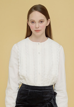 Margarin Fingers마가린핑거스 PINTUCK LACE BLOUSE