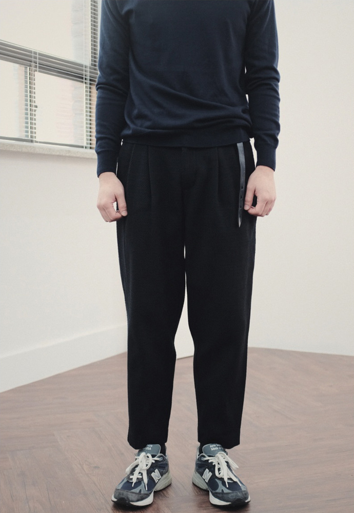 Ooparts오파츠 Two pleats carrot-fit wool pants
