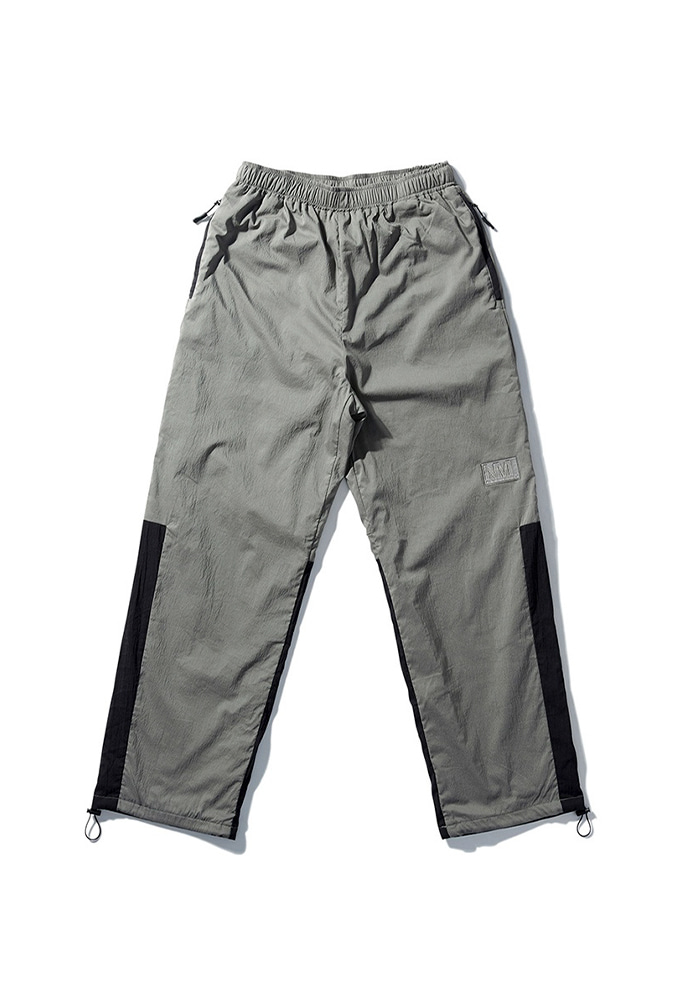 NOMANUAL노메뉴얼 NM PATCH TRAINING PANTS - KHAKI