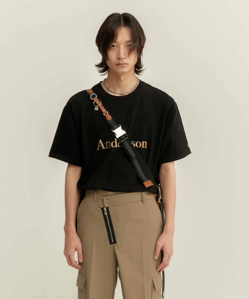 Anderssonbell앤더슨벨 UNISEX ANDERSSON SIGNATURE EMBROIDERY TEE atb211u(Black)