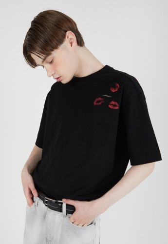 ADDOFF애드오프 Lips Pocket T-Shirt - Black