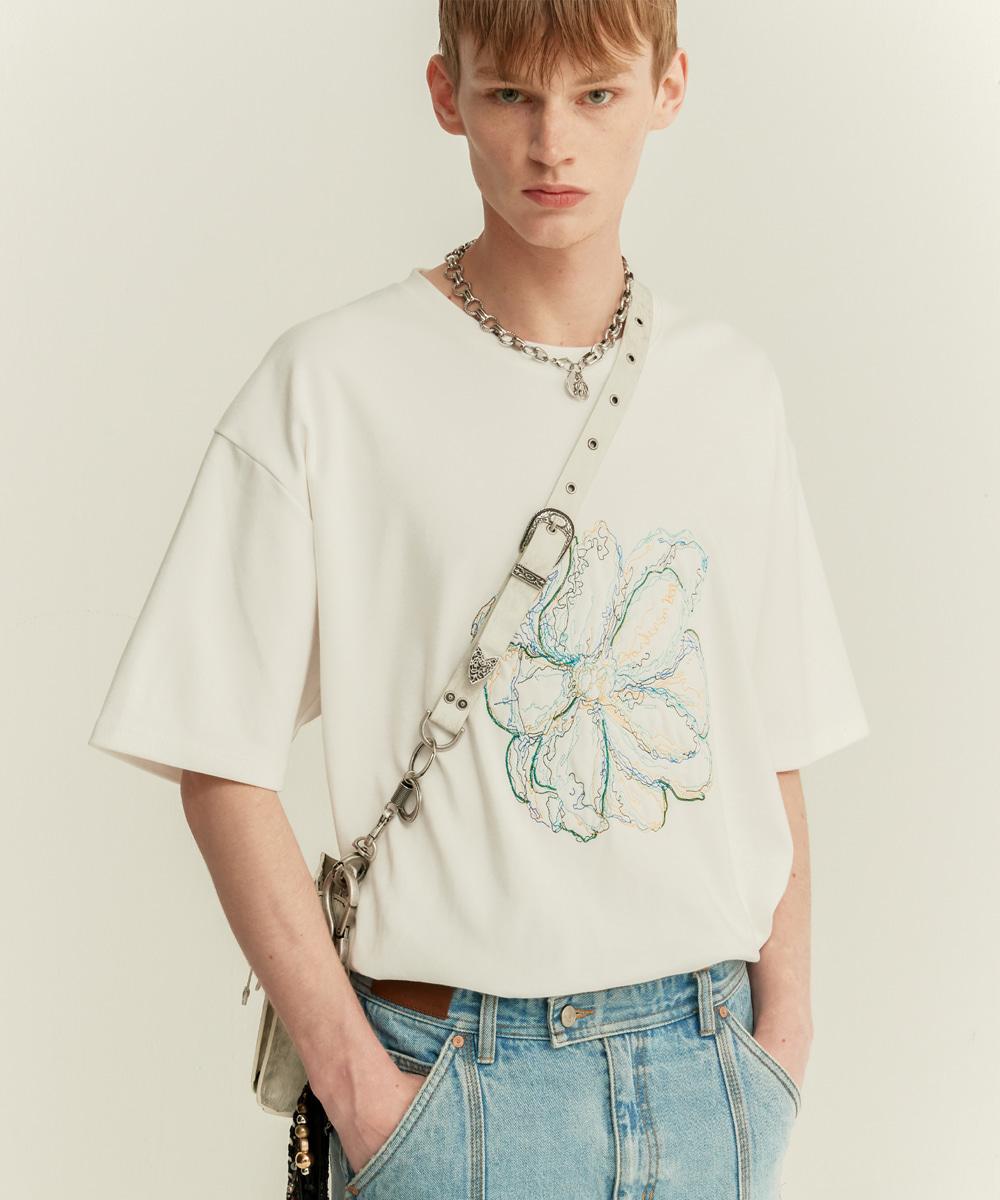 Anderssonbell앤더슨벨 UNISEX SUMMER FLEUR EMBROIDERY T-SHIRT atb506u(WHITE)