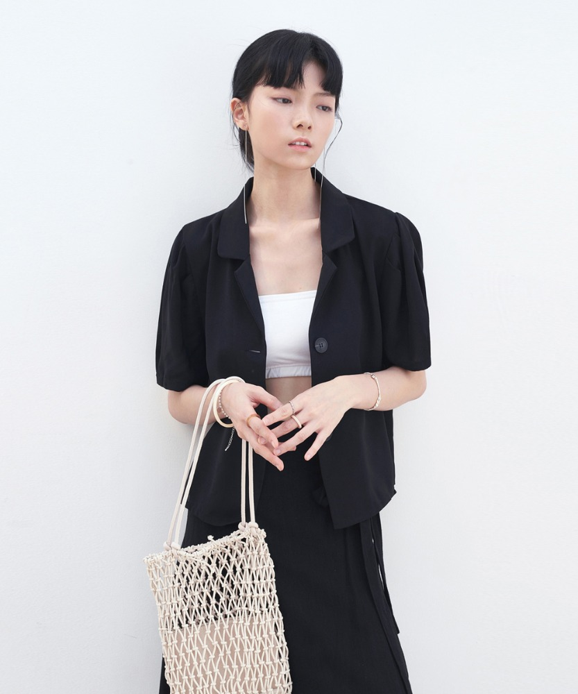 L'OEIL로에일 MINIMAL COLLAR CROP BLOUSE_BLACK