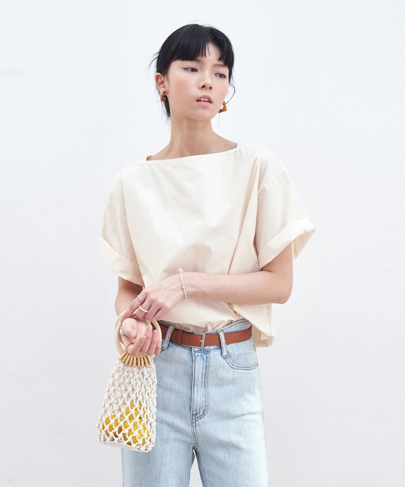 L'OEIL로에일 SIMPLE SQUARE NECK BLOUSE_BEIGE