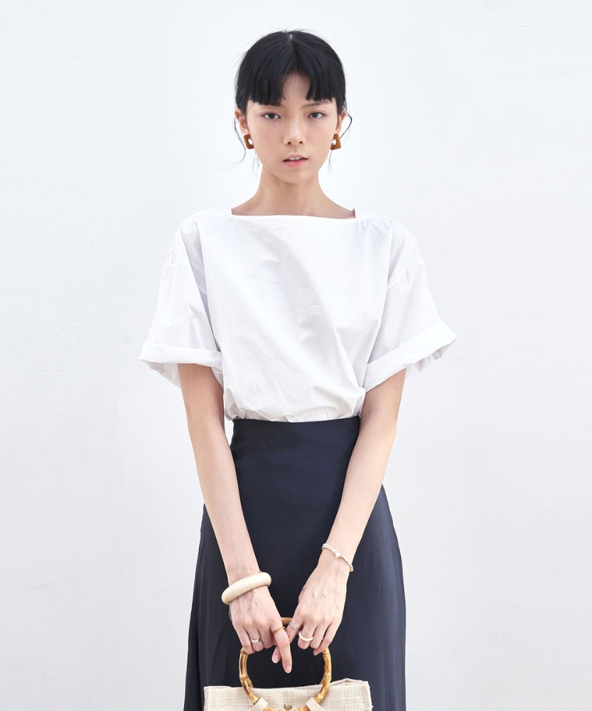 L'OEIL로에일 SIMPLE SQUARE NECK BLOUSE_IVORY