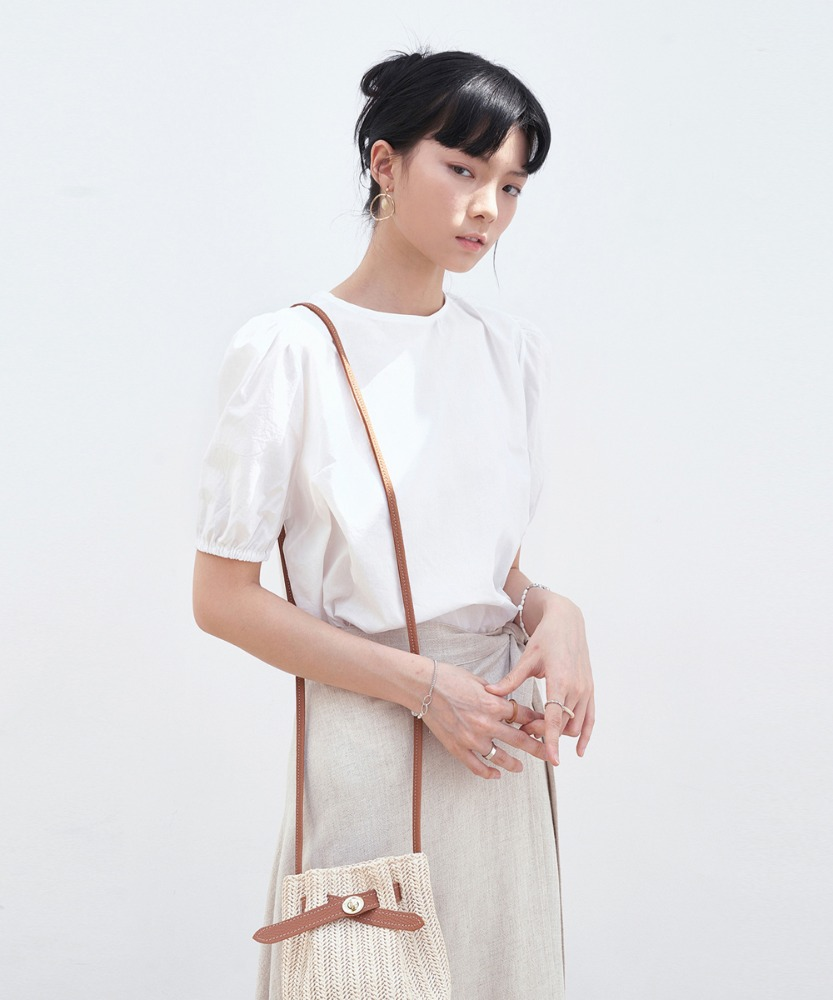 L'OEIL로에일 BACK STRAP POINT BLOUSE_IVORY